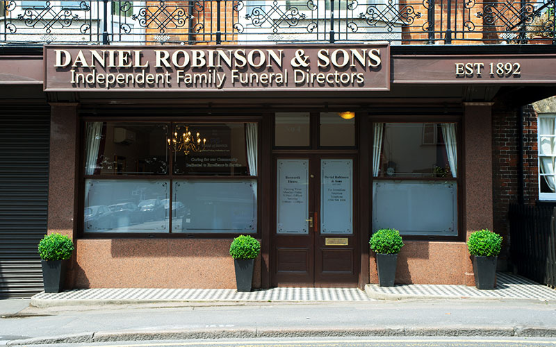 d-robinson-inset-image-funeral-home-loughton