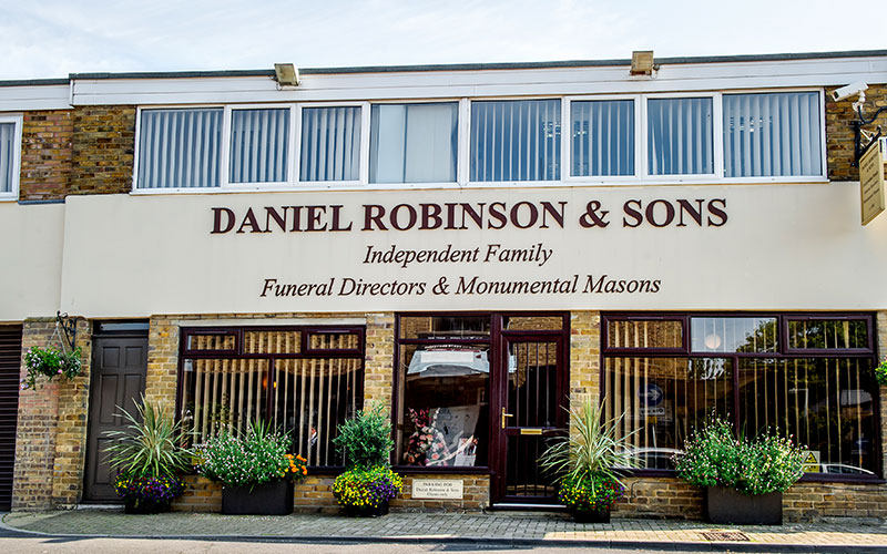 d-robinson-inset-slider-image-funeral-home-harlow